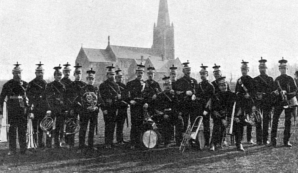 Kongens Livjægerkorps Musikkorps på Østre Fælled - omkring 1885.