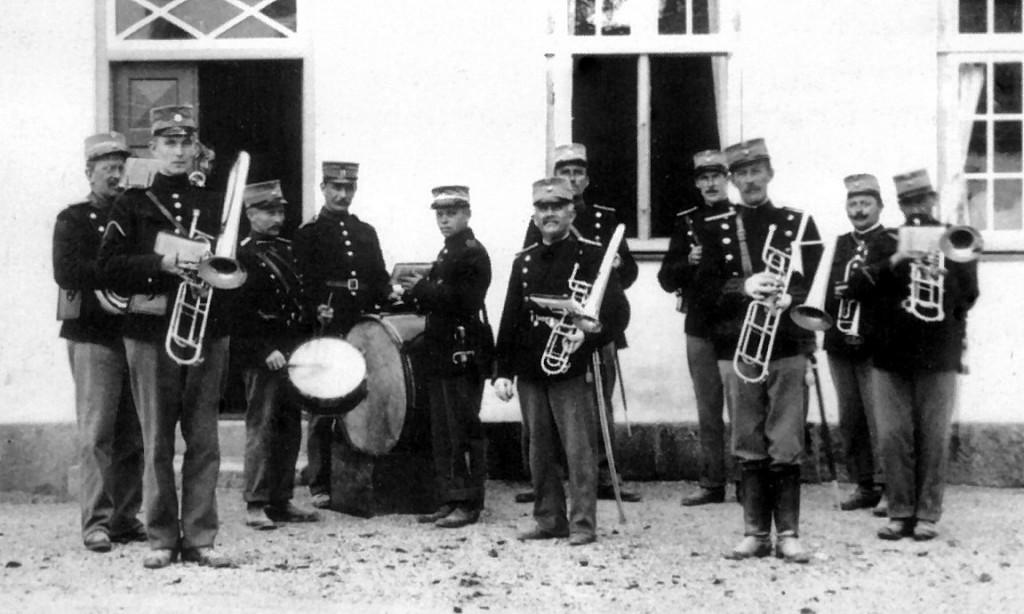 Musikkorpset i kantonnement på Svenstrup Gods ca. 1915.